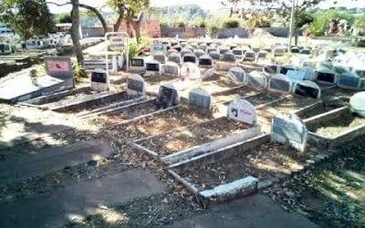 Visita ao túmulo da Kika